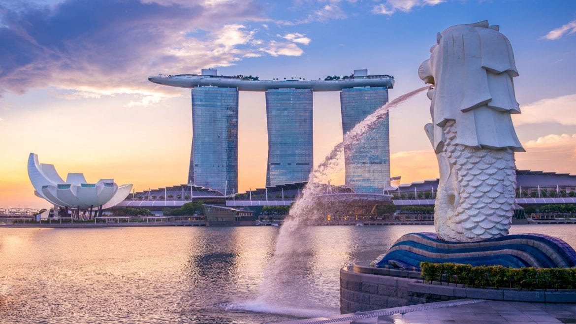 Marina Bay in Singapore with Lion statue